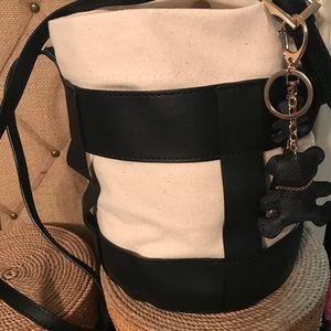Handbags - 🦋Crossbody bucket bag 💼
